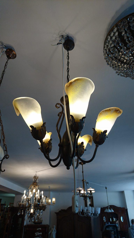 Antike lampen als blickfang uta d ring gmbh for Antike lampen