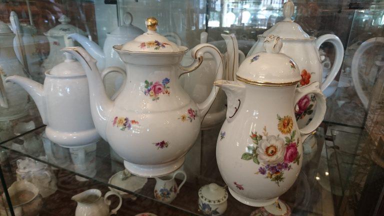 tassen, teller, tee- und kaffeekannen aud porzellan in berlin-charlottenburg