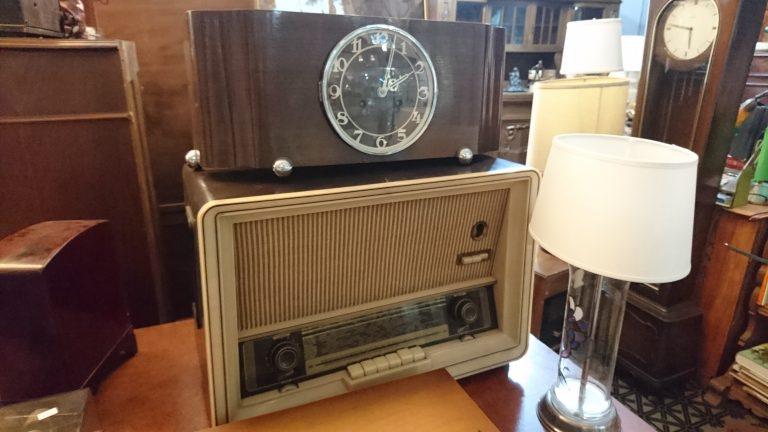 radio-schrankuhr-antik